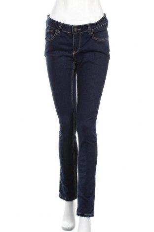 Дамски дънки, Размер XL, Цвят Син, 65% памук, 33% полиестер, 2% еластан, Цена 22,05лв.