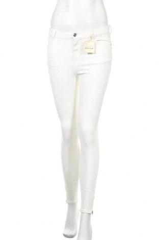 Дамски дънки Review, Размер S, Цвят Бял, 95% памук, 5% еластан, Цена 18,04лв.