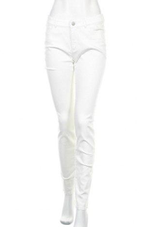 Дамски панталон Christian Berg, Размер M, Цвят Бял, 56% модал, 42% полиестер, 2% еластан, Цена 25,08лв.