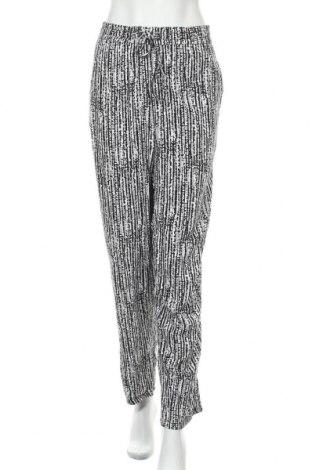 Дамски панталон Faded Glory, Размер XXL, Цвят Многоцветен, Вискоза, Цена 22,94лв.