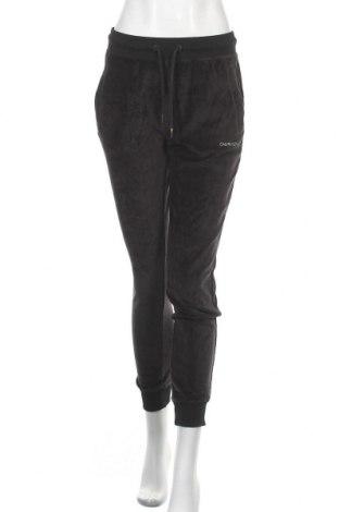 Дамско спортно долнище Calvin Klein Jeans, Размер S, Цвят Черен, 70% памук, 30% полиестер, Цена 79,57лв.