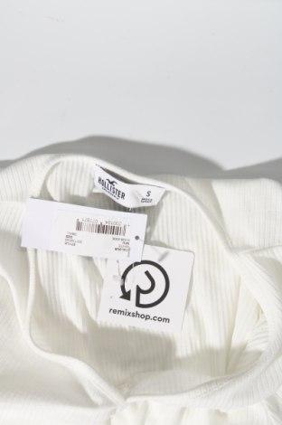 Дамска блуза Hollister, Размер S, Цвят Бял, 65% полиестер, 31% вискоза, 4% еластан, Цена 2,00лв.
