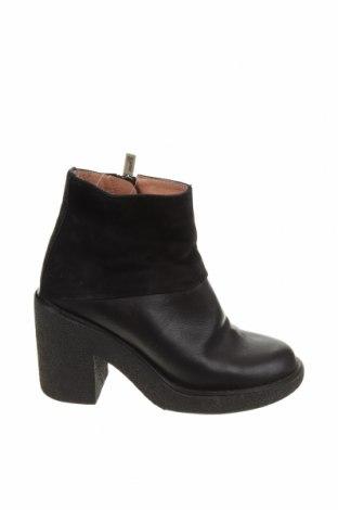 Дамски боти Jil Sander, Размер 35, Цвят Черен, Естествена кожа, естествен велур, Цена 85,54лв.