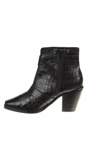 Дамски боти Michelle Keegan, Размер 39, Цвят Черен, Естествена кожа, Цена 139,00лв.