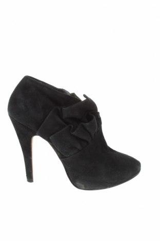 Дамски обувки Zara, Размер 38, Цвят Черен, Естествен велур, Цена 35,64лв.