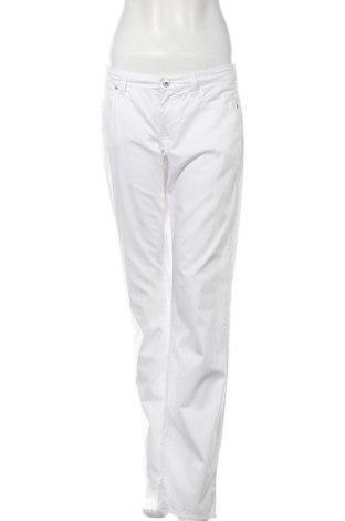 Дамски панталон Armani Jeans, Размер M, Цвят Бял, 96% памук, 4% еластан, Цена 63,21лв.