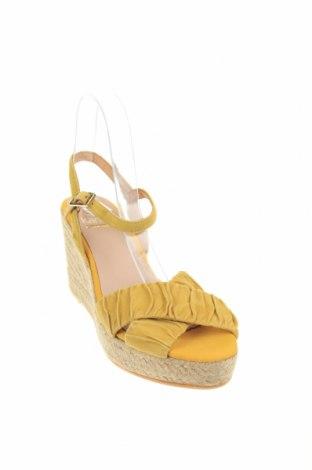 Сандали Kanna, Размер 40, Цвят Жълт, Естествен велур, Цена 39,16лв.
