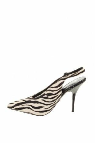 Дамски обувки V by Very, Размер 39, Цвят Бял, Естествен косъм, Цена 24,90лв.