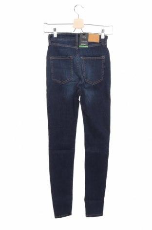 Дамски дънки Monki, Размер XS, Цвят Син, 86% памук, 12% полиестер, 2% еластан, Цена 22,35лв.