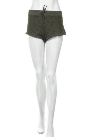 Дамски къс панталон Colours Of The World, Размер L, Цвят Зелен, 90% полиестер, 10% еластан, Цена 8,19лв.