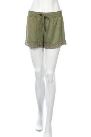Дамски къс панталон Hot Kiss, Размер L, Цвят Зелен, Полиестер, Цена 4,46лв.