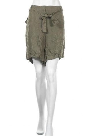 Дамски къс панталон Lane Bryant, Размер 3XL, Цвят Зелен, 55% лен, 45% вискоза, Цена 26,04лв.