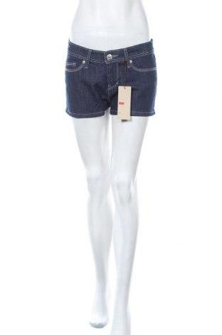 Дамски къс панталон Levi's, Размер M, Цвят Син, 98% памук, 2% еластан, Цена 78,80лв.