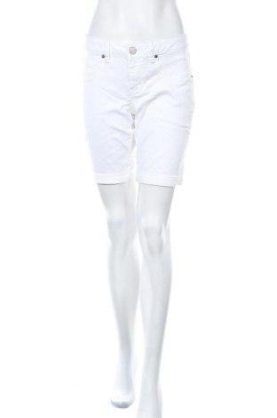 Дамски къс панталон So, Размер L, Цвят Бял, 70% памук, 28% полиестер, 2% еластан, Цена 13,44лв.