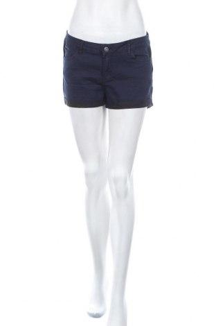 Дамски къс панталон Takko Fashion, Размер L, Цвят Син, 64% памук, 34% полиестер, 2% еластан, Цена 14,18лв.