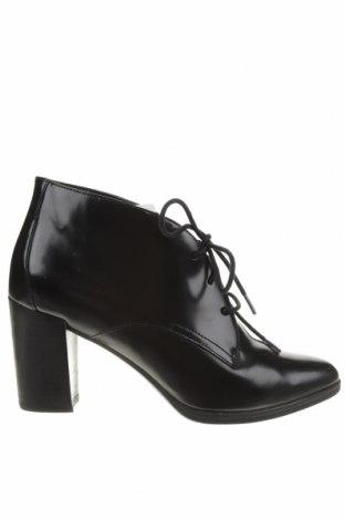 Дамски обувки Clarks, Размер 40, Цвят Черен, Естествена кожа, Цена 63,00лв.