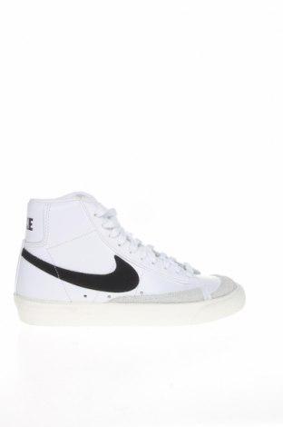 Дамски обувки Nike, Размер 35, Цвят Бял, Естествена кожа, Цена 62,65лв.