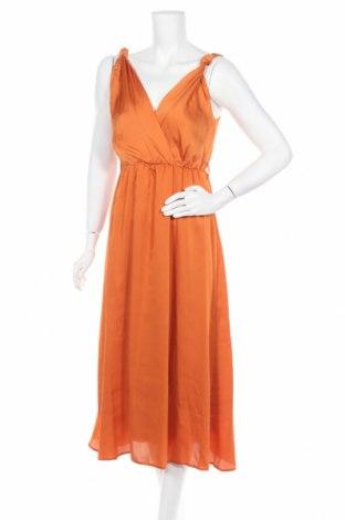 Рокля Trendyol, Размер M, Цвят Оранжев, 100% полиестер, Цена 85,79лв.
