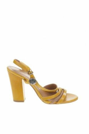 Сандали Armani Jeans, Размер 37, Цвят Жълт, Естествена кожа, Цена 144,00лв.