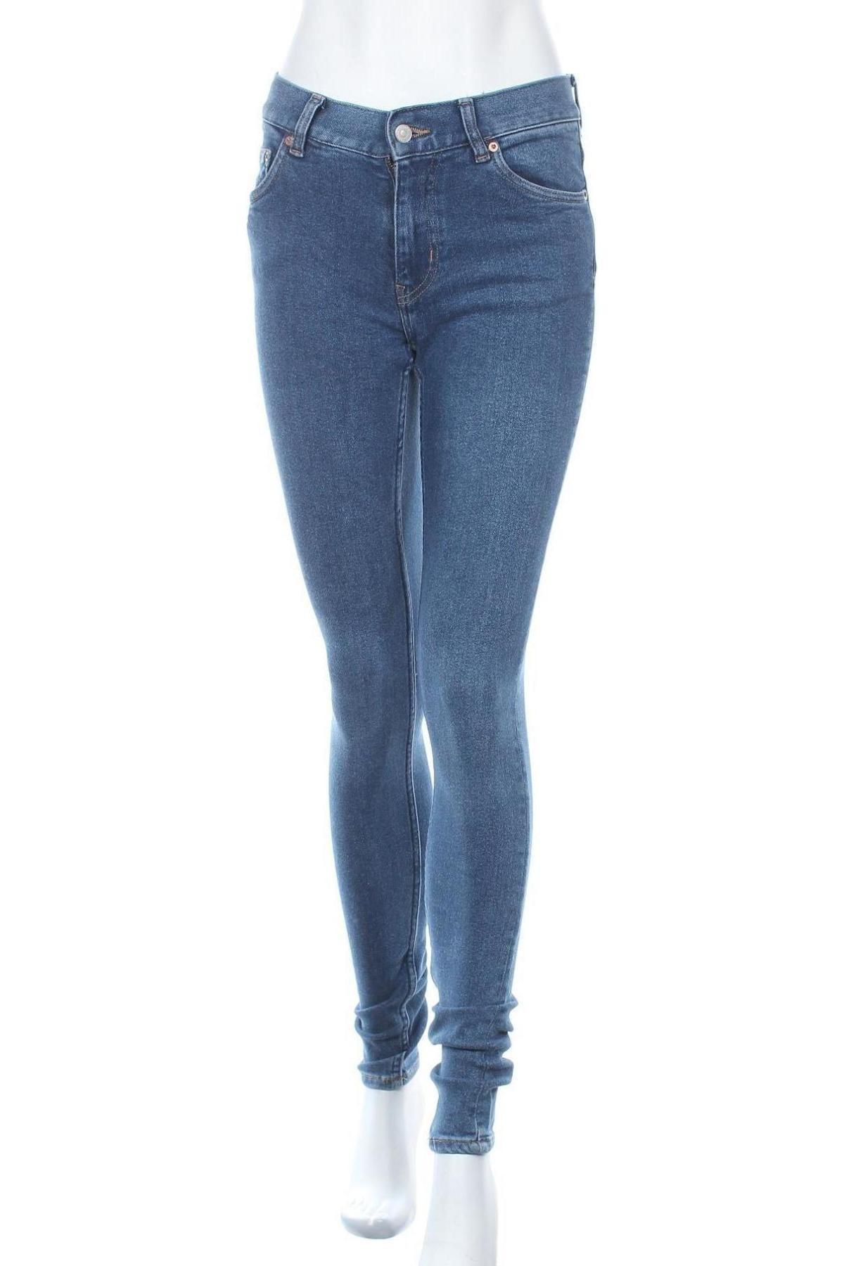 Дамски дънки Weekday, Размер S, Цвят Син, 95% памук, 4% други тъкани, 1% еластан, Цена 36,18лв.