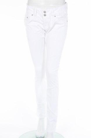 Дамски дънки Ltb, Размер M, Цвят Бял, 98% памук, 2% еластан, Цена 45,24лв.