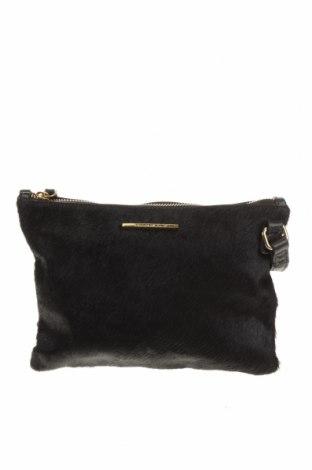 Дамска чанта Country Road, Цвят Черен, Естествена кожа, естествен косъм, Цена 33,60лв.