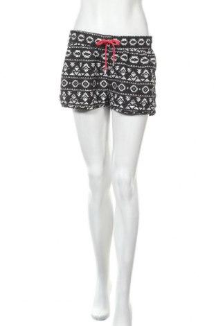 Дамски къс панталон Colours Of The World, Размер L, Цвят Черен, 100% полиестер, Цена 17,96лв.