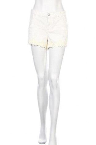Дамски къс панталон Mudd, Размер XL, Цвят Бял, 99% памук, 1% еластан, Цена 16,07лв.