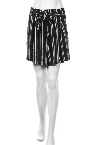 Дамски къс панталон Torrid, Размер XXL, Цвят Черен, Полиестер, Цена 18,95лв.