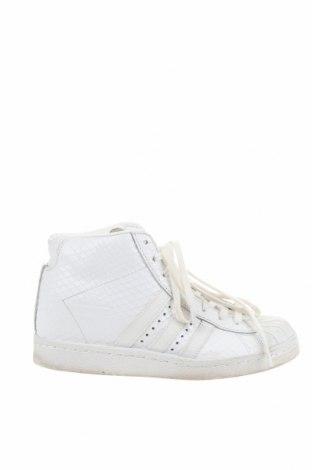 Дамски обувки Adidas Originals, Размер 38, Цвят Бял, Естествена кожа, Цена 54,60лв.