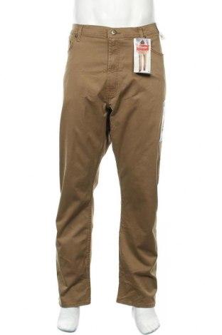 Мъжки панталон Wrangler, Размер XL, Цвят Бежов, 98% памук, 2% еластан, Цена 54,60лв.