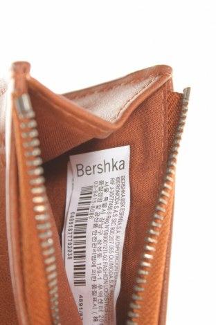 Портмоне Bershka, Цвят Кафяв, Еко кожа, Цена 16,90лв.