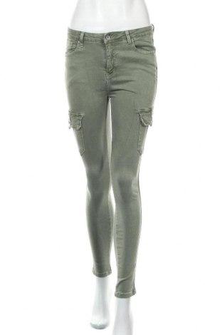 Дамски дънки, Размер M, Цвят Зелен, 98% памук, 2% еластан, Цена 28,93лв.