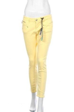 Дамски дънки Freeman T. Porter, Размер L, Цвят Жълт, 92% памук, 6% полиестер, 2% еластан, Цена 109,85лв.