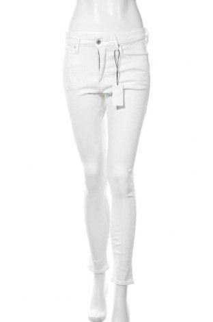 Дамски дънки Levi's, Размер M, Цвят Бял, 95% памук, 4% полиестер, 1% еластан, Цена 119,25лв.