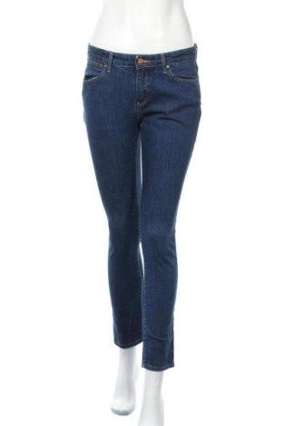 Дамски дънки Wrangler, Размер S, Цвят Син, 98% памук, 2% еластан, Цена 35,44лв.