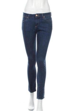 Дамски дънки Wrangler, Размер M, Цвят Син, 98% памук, 2% еластан, Цена 44,89лв.