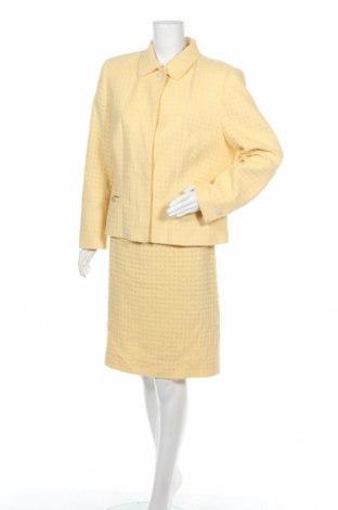 Дамски костюм Bally, Размер L, Цвят Жълт, 60% памук, 40% вълна, Цена 148,20лв.
