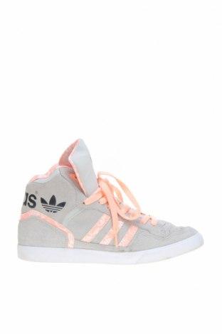 Дамски обувки Adidas Originals, Размер 40, Цвят Сив, Естествен велур, еко кожа, Цена 48,00лв.