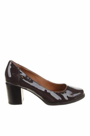 Дамски обувки Clarks, Размер 39, Цвят Кафяв, Естествена кожа, Цена 71,40лв.