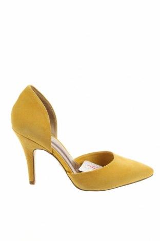 Дамски обувки Tamaris, Размер 37, Цвят Жълт, Естествен велур, Цена 42,57лв.