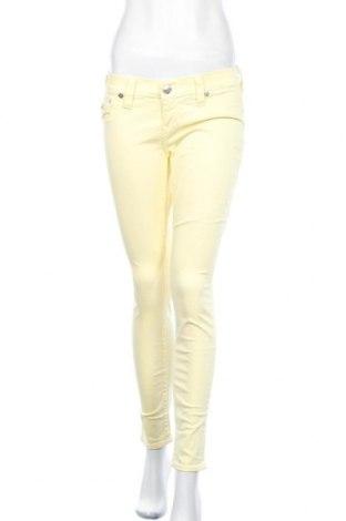 Дамски панталон True Religion, Размер M, Цвят Жълт, 98% памук, 2% еластан, Цена 14,56лв.