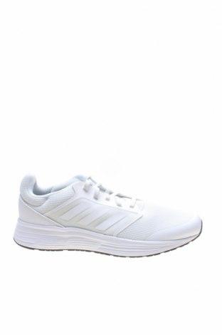 Мъжки обувки Adidas, Размер 46, Цвят Бял, Текстил, еко кожа, Цена 126,75лв.