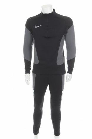 Мъжки спортен комплект Nike, Размер M, Цвят Черен, Полиестер, Цена 141,75лв.