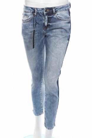 Дамски дънки Sisley, Размер S, Цвят Син, 100% памук, Цена 32,80лв.