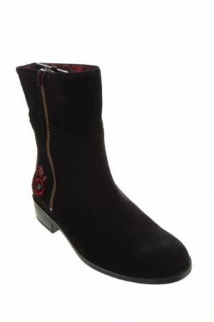 Дамски боти Desigual, Размер 38, Цвят Черен, Естествен велур, Цена 189,00лв.