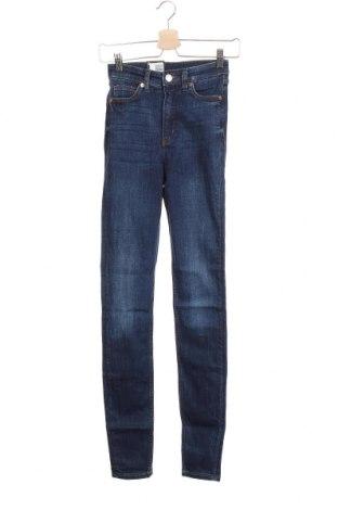 Дамски дънки Monki, Размер XS, Цвят Син, 86% памук, 12% полиестер, 2% еластан, Цена 19,27лв.
