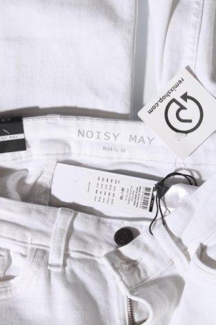 Дамски дънки Noisy May, Размер M, Цвят Бял, 92% памук, 6% полиестер, 2% еластан, Цена 18,96лв.
