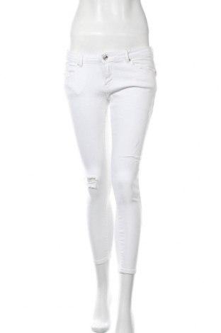 Дамски дънки ONLY, Размер M, Цвят Бял, 98% памук, 2% еластан, Цена 12,14лв.