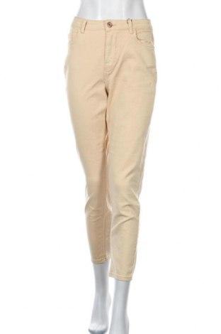 Дамски дънки Pieces, Размер M, Цвят Бежов, 99% памук, 1% еластан, Цена 20,78лв.